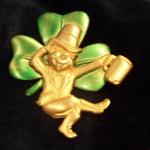 SIGNED  J.J. PEWTER HAND PAINTED LEPRECHAUN S3299